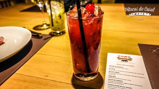Caipirinha Red Toro - frutas vermelhas