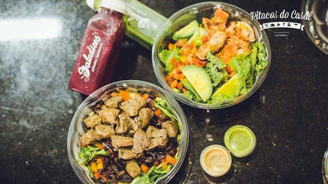 Saladas de salmão e filé